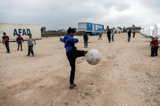 54913-صور-أطفال-سوريا-داخل-مخيمات-اللاجئين-(10)