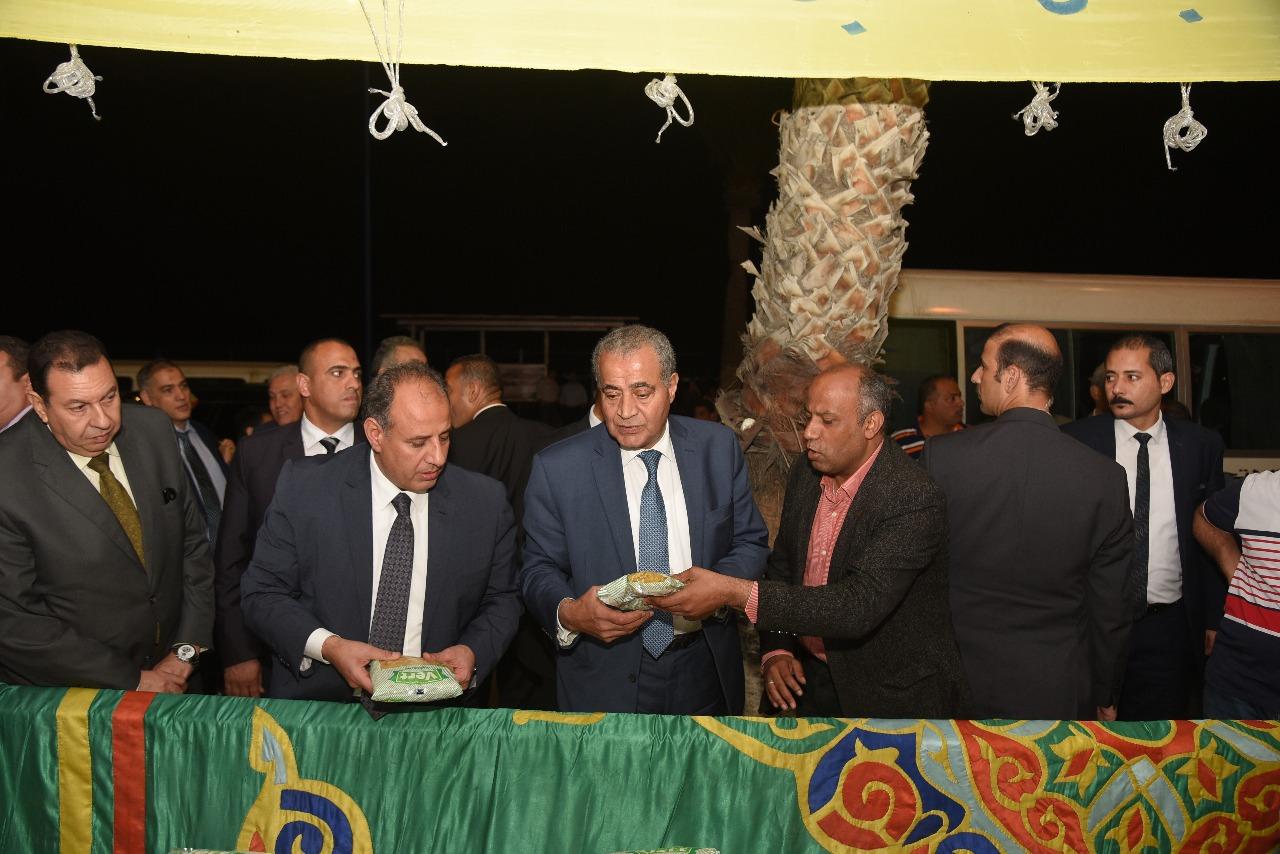 وزير التموين ومحافظ الإسكندرية (2)