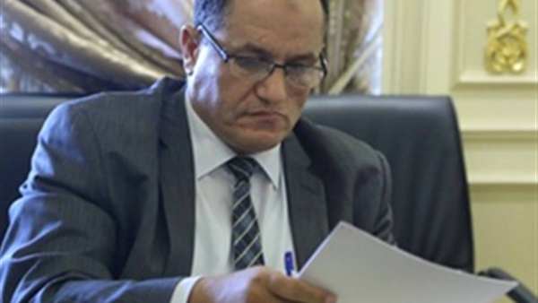عمرو حمروش