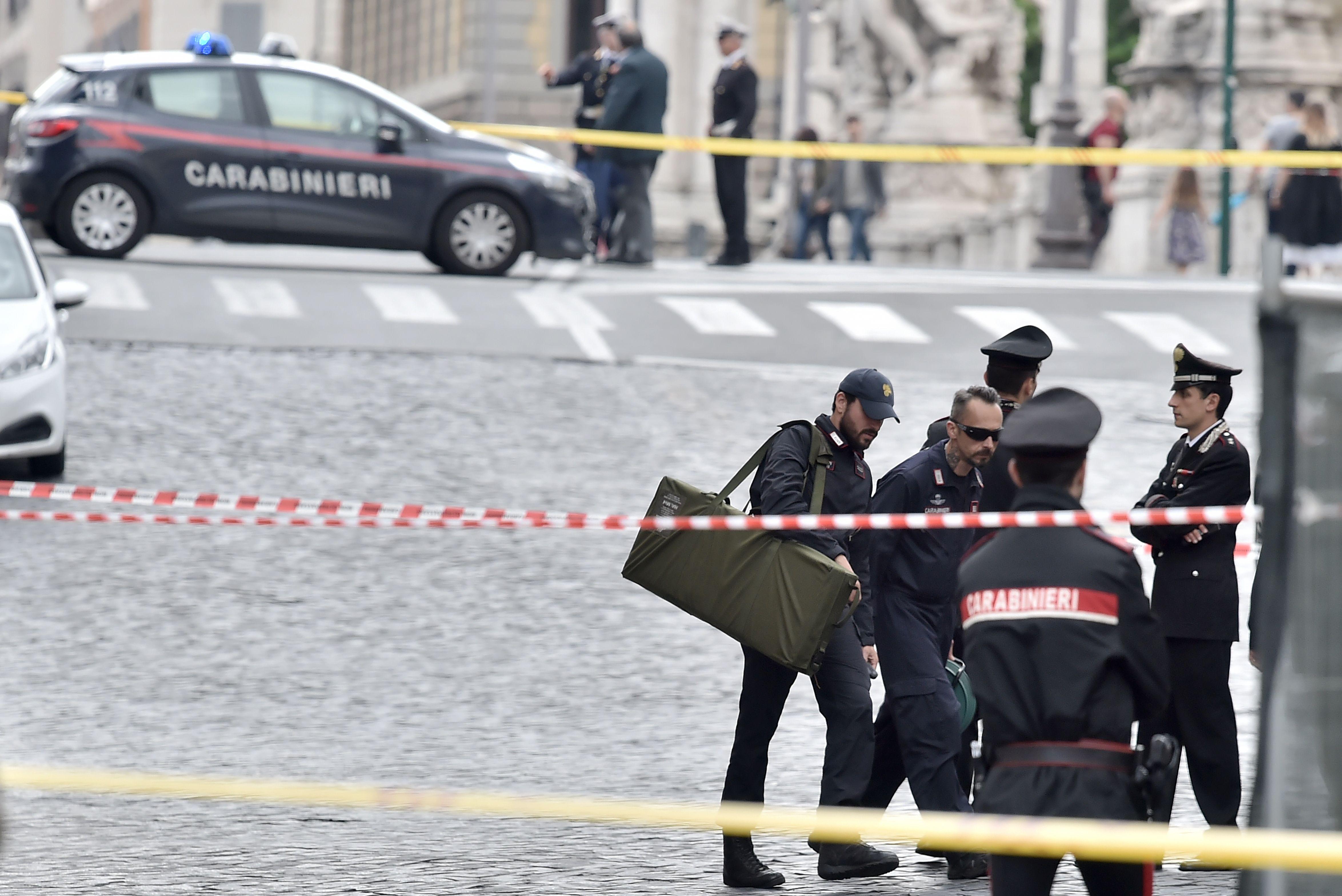 1069016-صور-انذار-قرب-الفاتيكان-بسبب-العثور-على-قنبلة-(8)