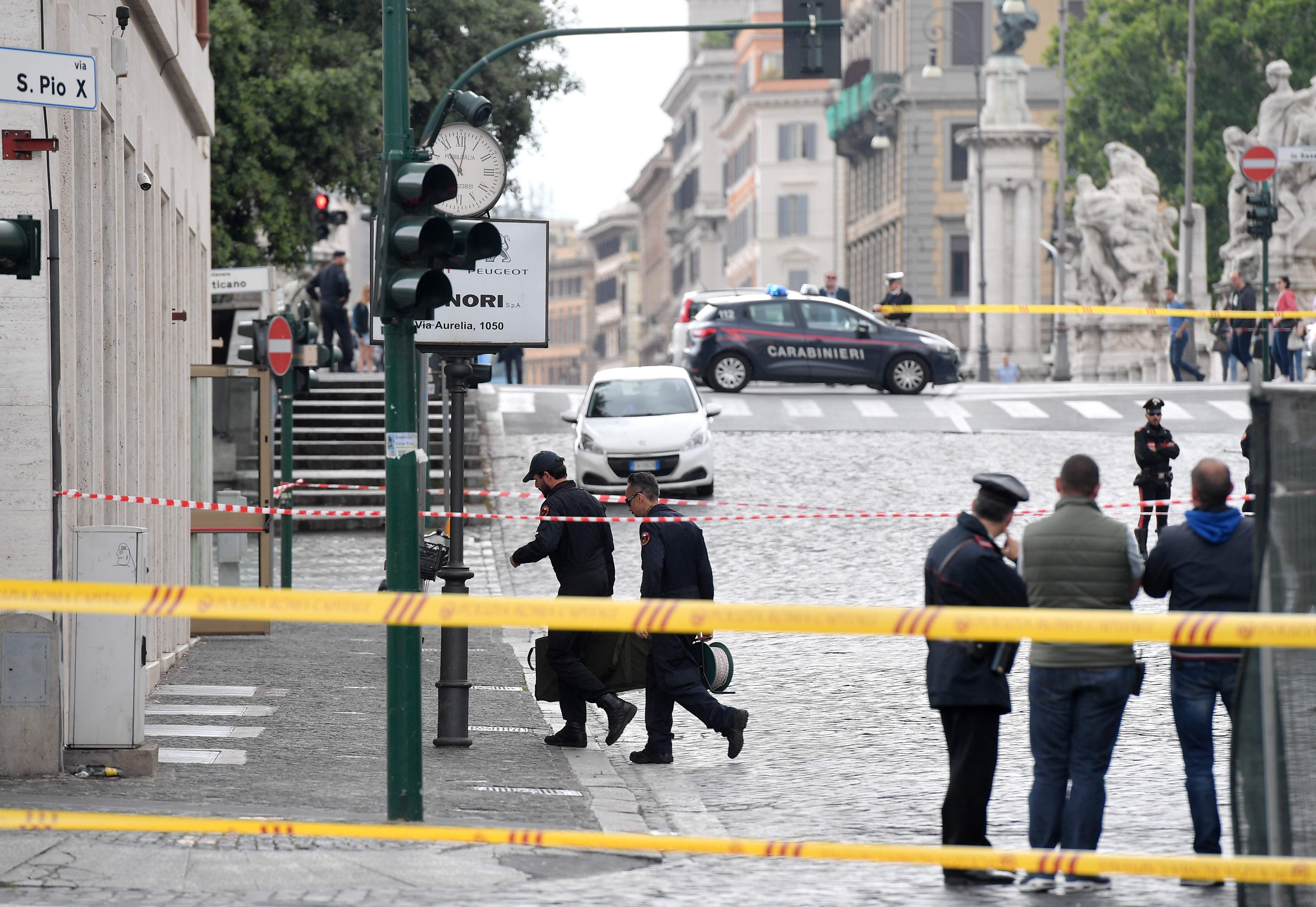 1172667-صور-انذار-قرب-الفاتيكان-بسبب-العثور-على-قنبلة-(4)