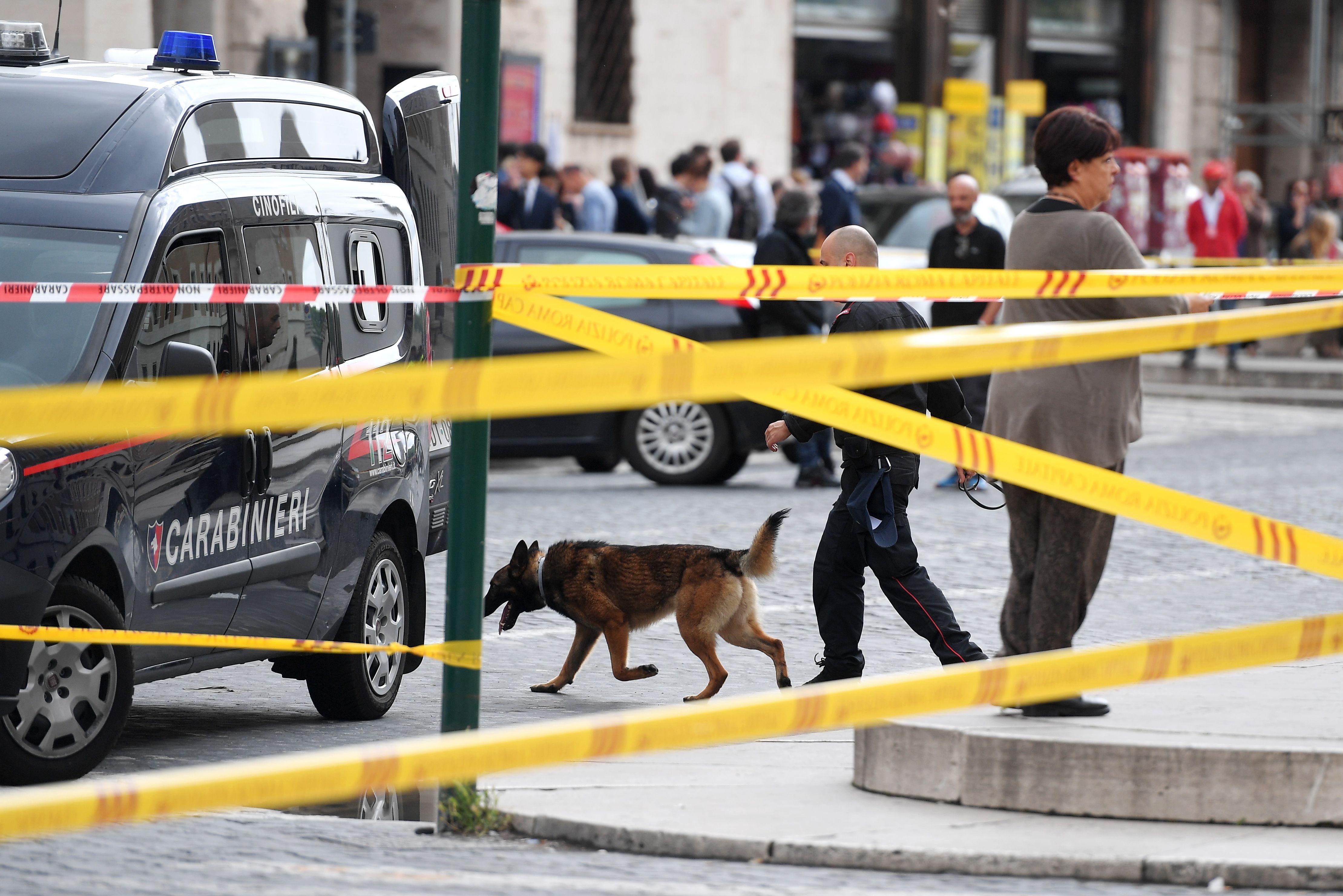 1204429-صور-انذار-قرب-الفاتيكان-بسبب-العثور-على-قنبلة-(10)
