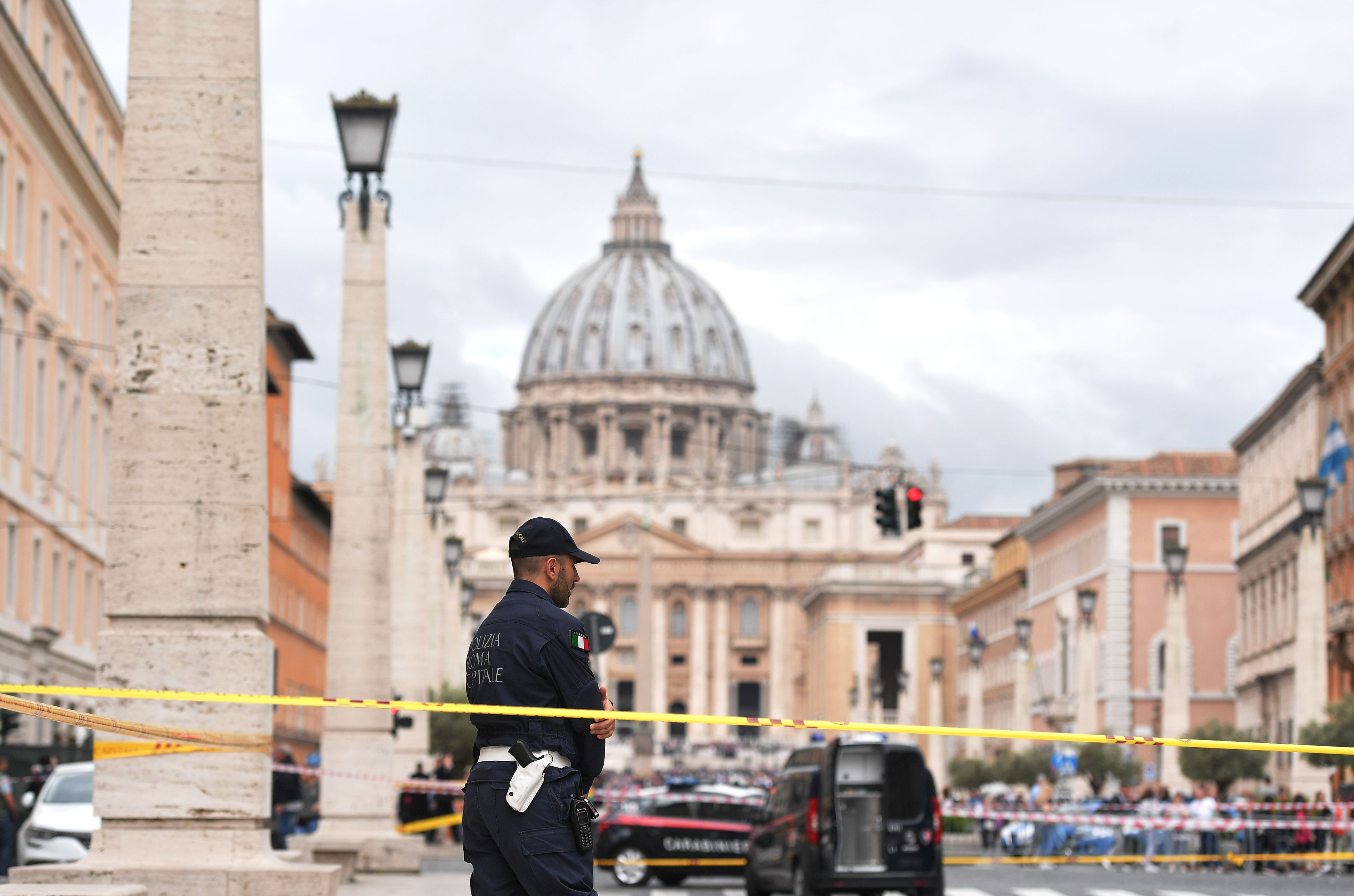 976986-صور-انذار-قرب-الفاتيكان-بسبب-العثور-على-قنبلة-(5)