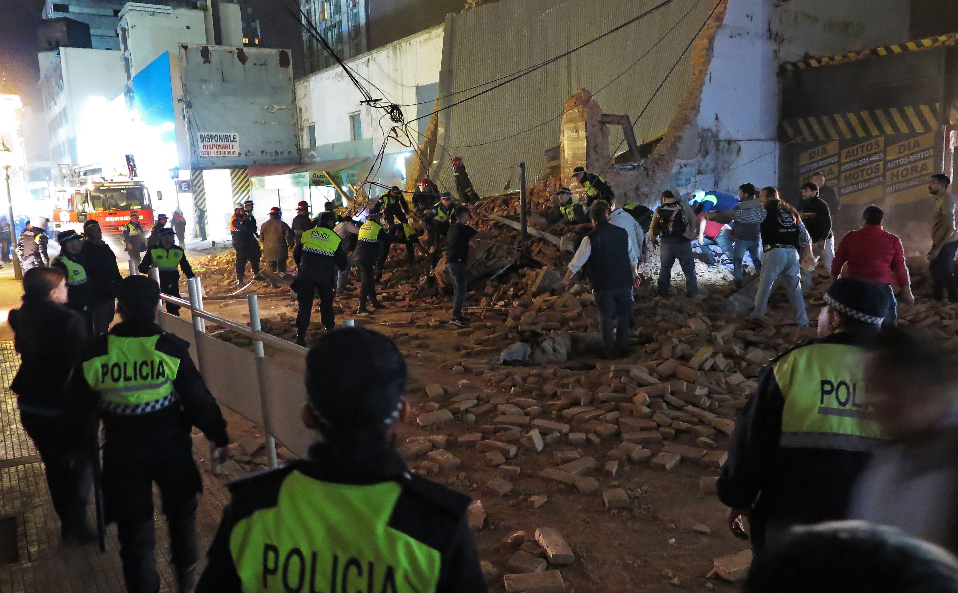 1276104-انهيار-مبنى-للسينما-فى-الارجنتين