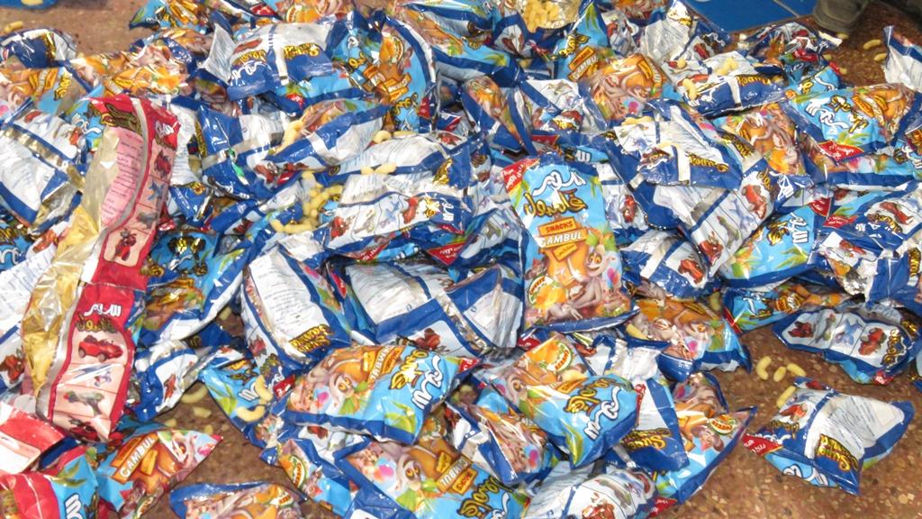 مدير امن الاسماعيلية يداهم مصنع مواد غذائية غير مرخص (9)