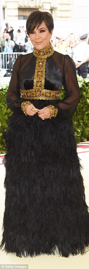 4BF44CA600000578-5701183-Star_power_Kris_Jenner_l_chose_a_gold_and_black_feathered_look_w-m-828_1525760567003