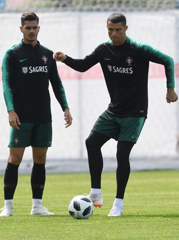 تدريبات منتخب البرتغال (7)