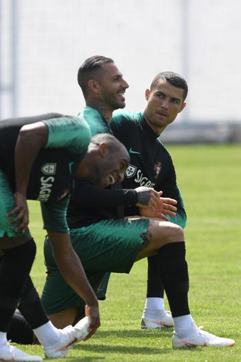 تدريبات منتخب البرتغال (8)