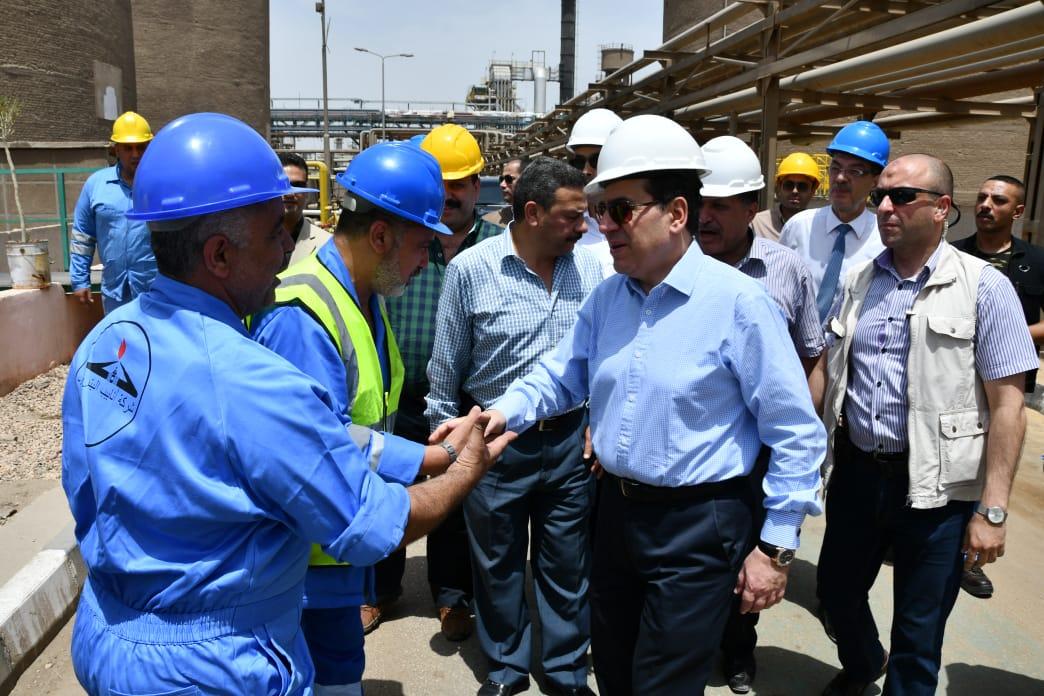 IMG-20180616-وزير البترول خلال تفقده مستودعات شحن الوقود ومعامل التكرير بمنطقة مسطرد البترولية (1)