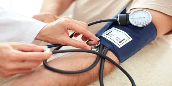كيفية-قياس-ضغط-الدم-بالجهاز-الزئبقي