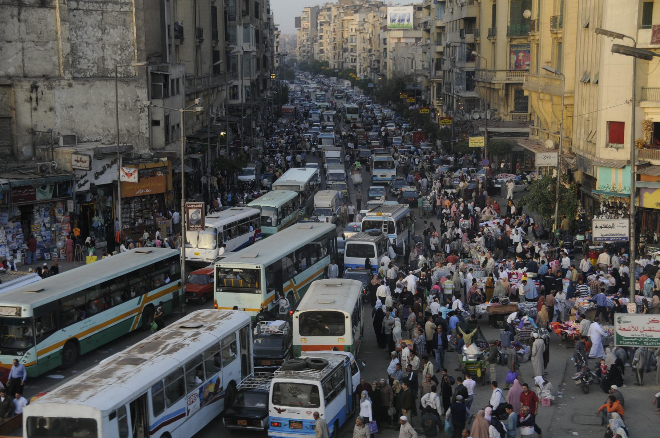 زيادة عدد سكان مصر يخلق ضغطا على البنية التحتية