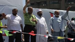 عبد الرحمن البر على منصه اعتصام رابعه