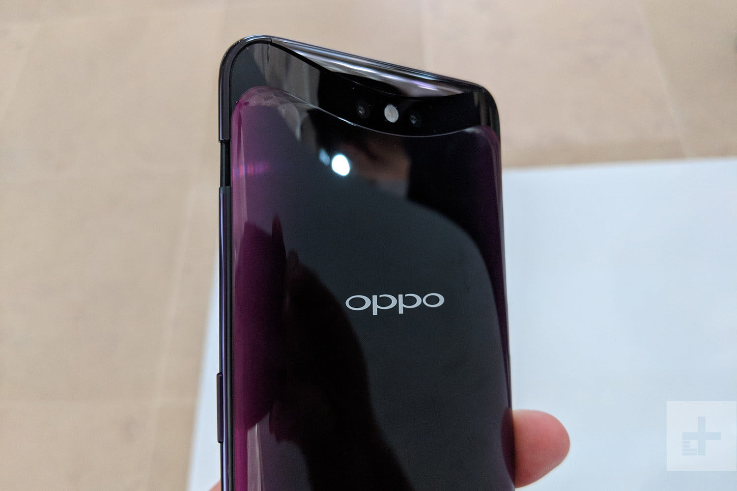 oppo-find-x-hands-on-back-upright-1500x1000
