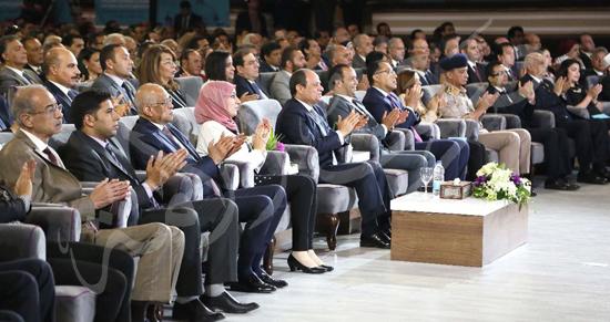 صور الرئيس يجتمع بالمجلس الأعلي للجامعات بجامعة القاهرة.. ويوقع في سجل كبار الزوار (2)