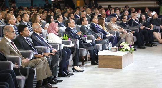 صور الرئيس يجتمع بالمجلس الأعلي للجامعات بجامعة القاهرة.. ويوقع في سجل كبار الزوار (5)