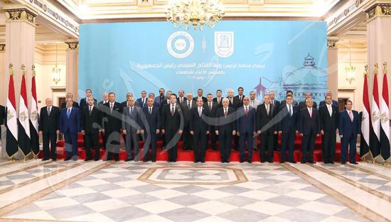 صور الرئيس يجتمع بالمجلس الأعلي للجامعات بجامعة القاهرة.. ويوقع في سجل كبار الزوار (3)
