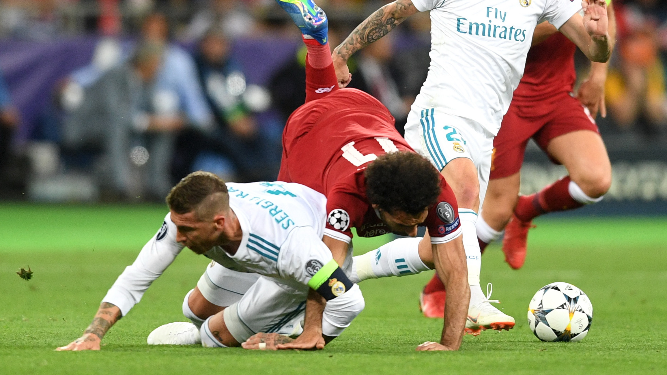 sergio-ramos-real-madrid-mohamed-salah-liverpool-champions-league-2018_16tiou1g6e84a1tyw2q38954ih