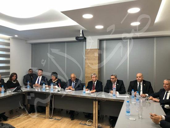 الدكتور-علي-عبدالعال-والوفد-المرافق-له-في-قبرص-(2)