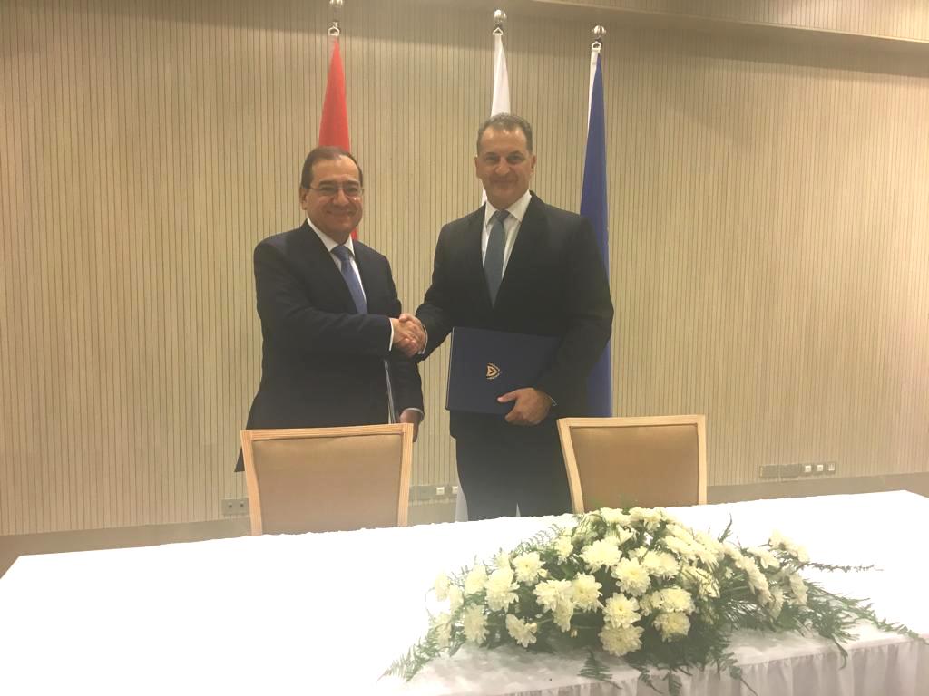 الوزيران المصرى والقبرصى عقب التوقيع