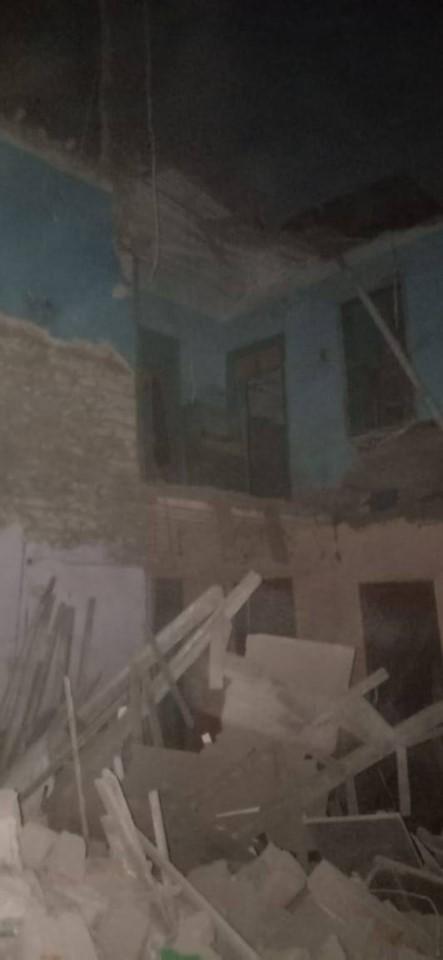 46969-انهيار-عقار-بالخليفة-دون-اصابات-(2)