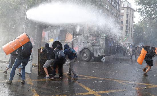 المظاهرات فى تشيلى بدأت بسبب ارتفاع أسعار تذكرة المترو