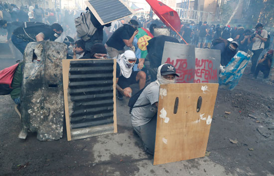 متظاهرو تشيلى يواصلون التصعيد ضد النظام