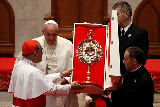 هدية من كنيسة سانت بيتر للبابا فرانسيس