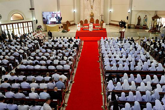كلمة البابا فرانسيس داخل الكنيسة