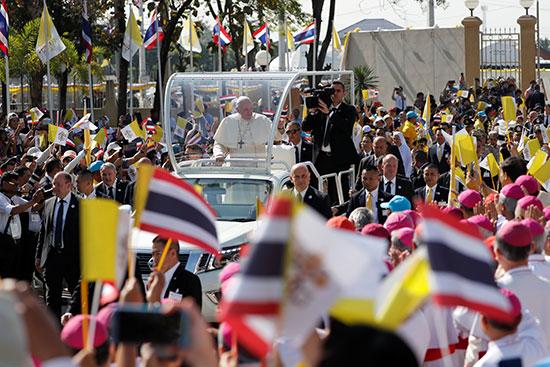 البابا فرانسيس يحيى التايلنديين
