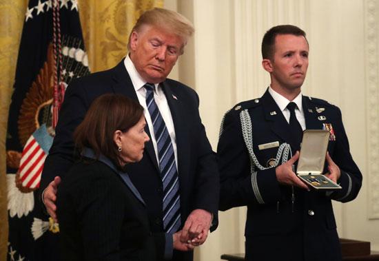 حفاوة كبيرة من الرئيس ترامب خلال استقبال أرملة ريك ريسكورلا