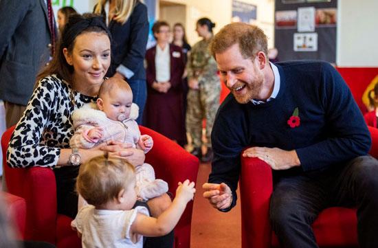 الامير-هارى-مع-احدى-سيدات-وندسور-واطفالها