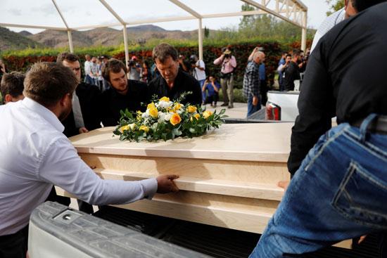 نقل الجثامين إلى مثواهم الأخير