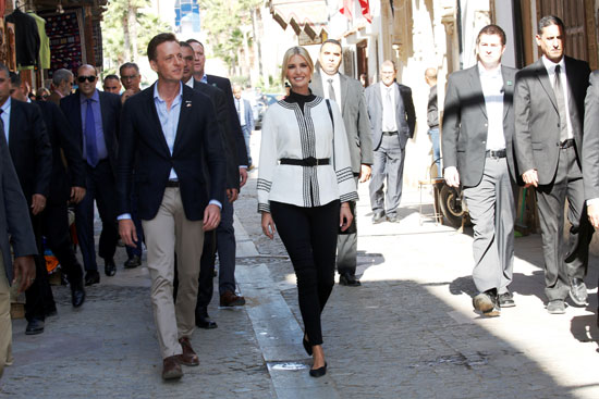 ايفانكا تسير فى شوارع المدينة