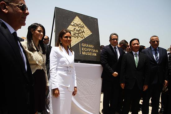 الدكتورة سحر نصر والدكتورة رانيا المشاط (3)