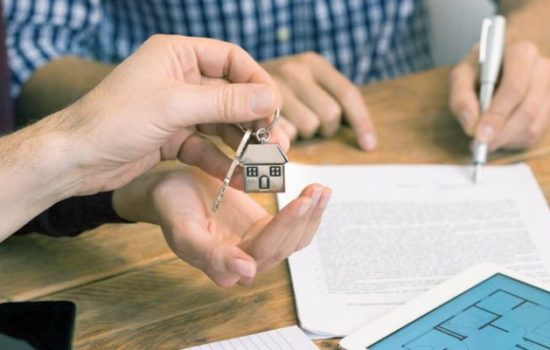 house-purchase-signing-agreement-keys-700x400-550x350