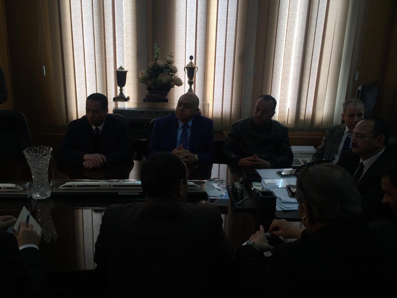 اجتماع مغلق لوفد البرلمان مع رئيس هيئة السكك الحديدية (4)