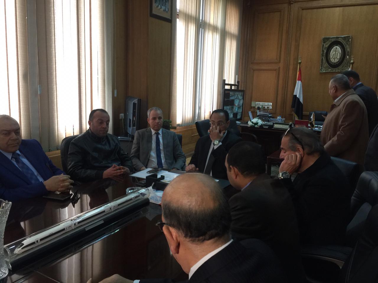 اجتماع مغلق لوفد البرلمان مع رئيس هيئة السكك الحديدية (7)