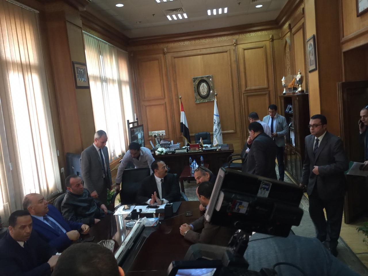 اجتماع مغلق لوفد البرلمان مع رئيس هيئة السكك الحديدية (2)
