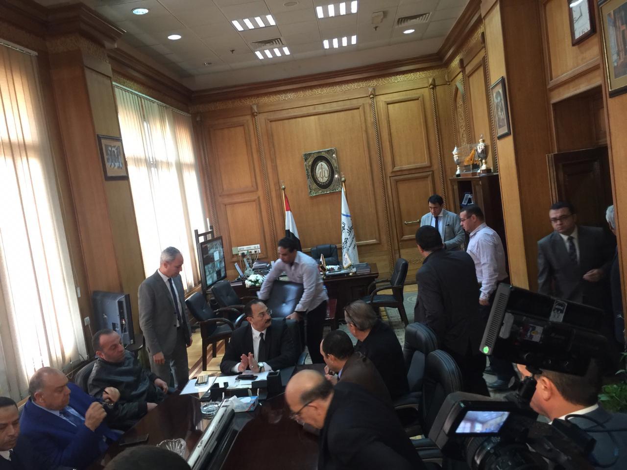 اجتماع مغلق لوفد البرلمان مع رئيس هيئة السكك الحديدية (6)