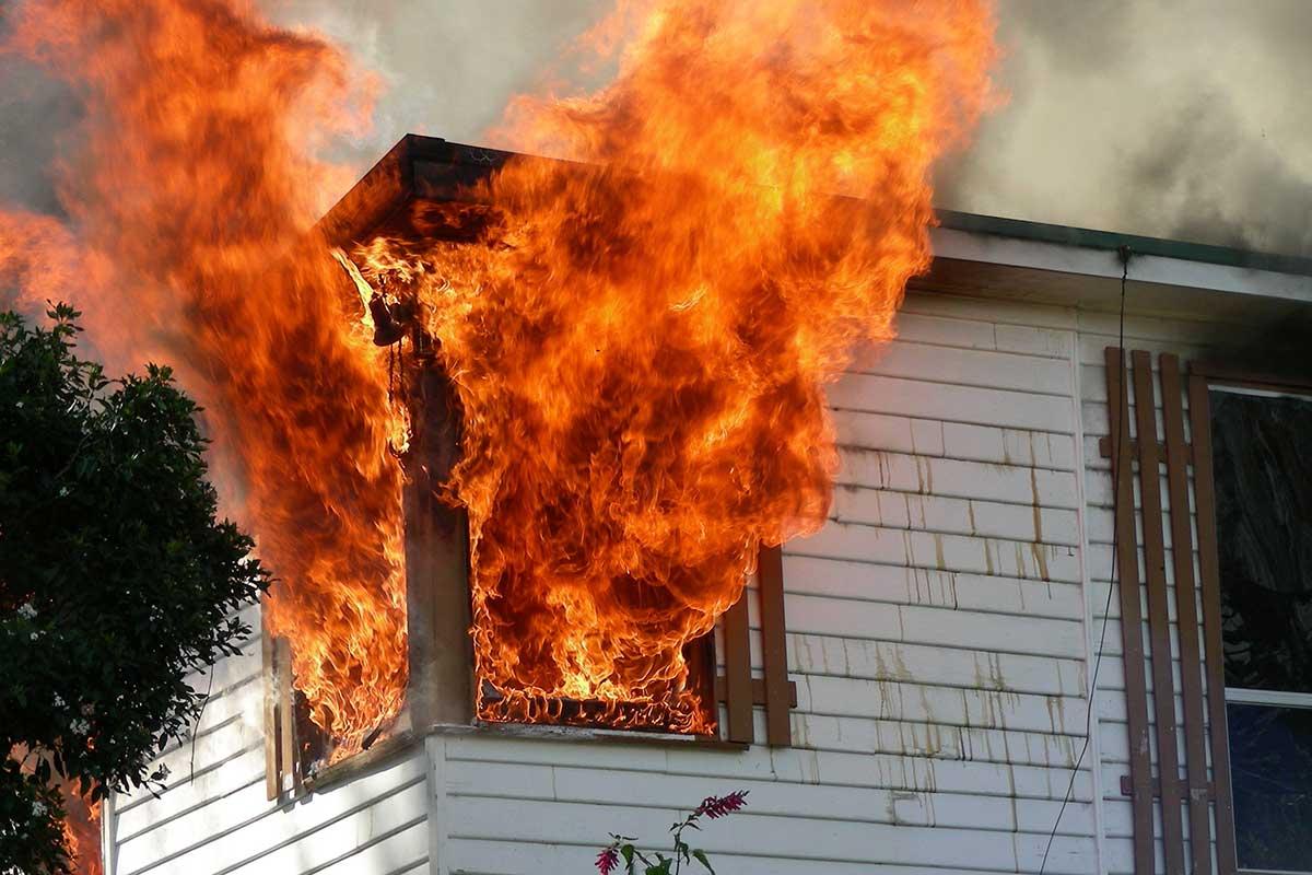 حريق-منزل-في-منطقة-بني-ياس-في-أبوظبي-يودي-بحياة-8-افراد-من-اسرة-واحدة