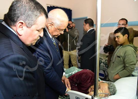 الدكتور علي عبدالعال  يزور مصابي حادث محطة مصر (3)