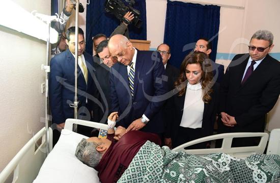 الدكتور علي عبدالعال  يزور مصابي حادث محطة مصر (2)