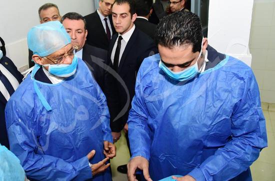 الدكتور علي عبدالعال  يزور مصابي حادث محطة مصر (4)
