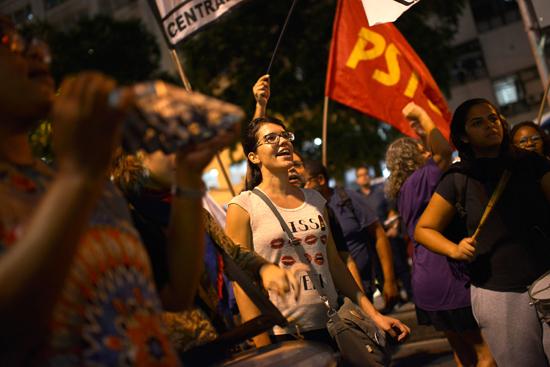 مظاهرات فى البرازيل ضد رفع سن التقاعد  (1)