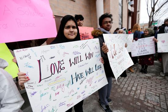 مسيرة فى كندا تضامنا مع ضحايا هجوم المسجدين  (2)