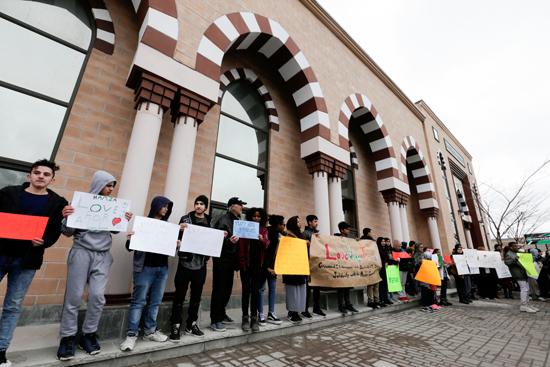 مسيرة فى كندا تضامنا مع ضحايا هجوم المسجدين  (8)