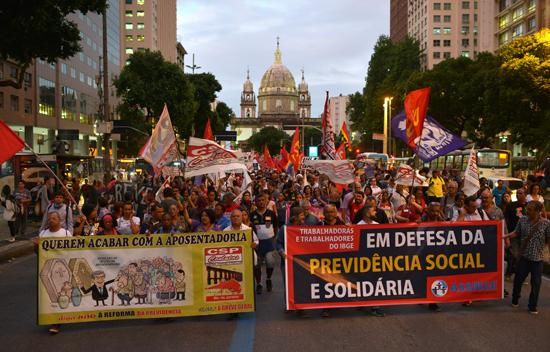 مظاهرات فى البرازيل ضد رفع سن التقاعد  (3)