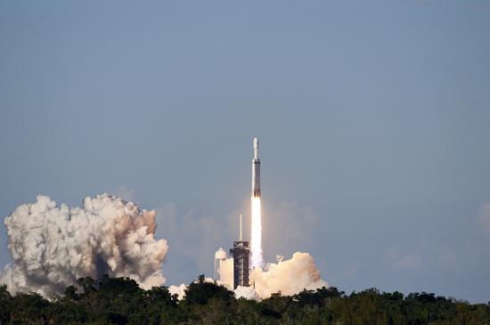 لحظة إطلاق أقوى صاروخ للفضاء (2)
