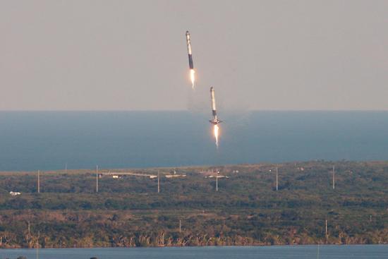 لحظة إطلاق أقوى صاروخ للفضاء (11)