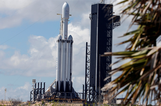 لحظة إطلاق أقوى صاروخ للفضاء (6)